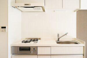 キッチンの洗浄はお任せください。油汚れ、水垢を綺麗に除去してピカピカにします。