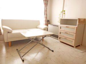 お部屋の洗浄はお任せください。床や壁の汚れ、窓サッシの泥を綺麗に除去してピカピカにします。